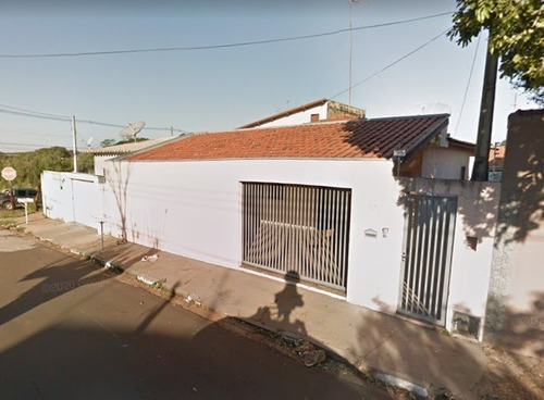 Imagem 1 de 11 de Casa Com 3 Dormitórios, 2 Banheiros, Sala, Cozinha Centro