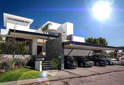 Residencia Premium En Villas Del Mesón, 4 Recámaras, Sótano, Alberca, Lujo!