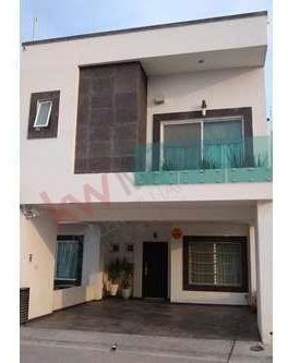 Casa En Venta En Los Lagos En Privada Muy Amplia , Excelentes Acabados Y Frente A Área Verde