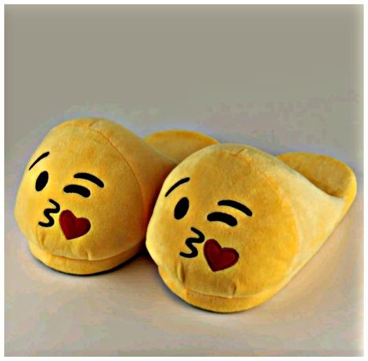 Kit 2 Pantufas Emoji