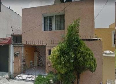 Casa En Venta. Oportunidad. Lomas Verdes 5ta Secc. Cod. P146