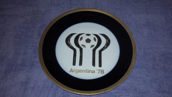 Plato Playo Mundial 78 En Relieve Azul Cobalto Y Oro 24 Cm