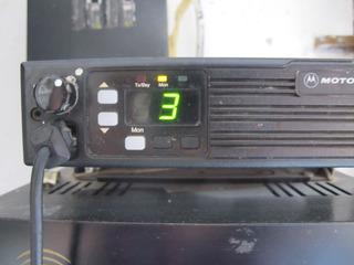 Base Radio Moto-rola Con Regulador Y Dos Radios
