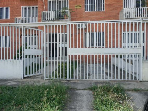 Apartamento En Venta Centro Cabudare Lara 20-22071
