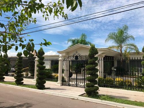 Imagen 1 de 30 de Hermosa Casa Con Excelente Ubicacion Y Acabados De Lujo