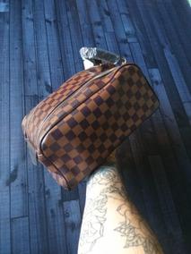 db502ddd6 Neceser Louis Vuitton - Equipaje, Bolsos y Carteras en Mercado Libre ...
