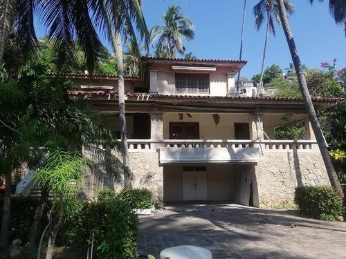 Se Vende Hermosa Casa Frente A La Playa 1800m2