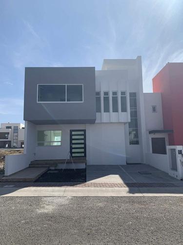 Casa Venta Fraccionamiento El Mirador Querétaro Centrica Amplia