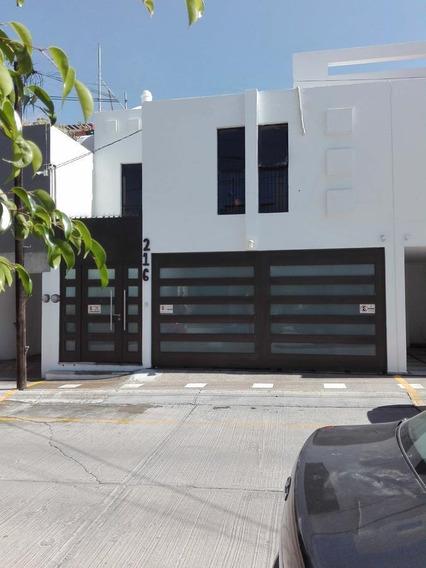 Casa En Venta En Cluster Frente A Centro Max En Colinas De San Isidro