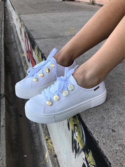 Zapatillas Sneakers Blancas Con Detalles Dorados Moleca