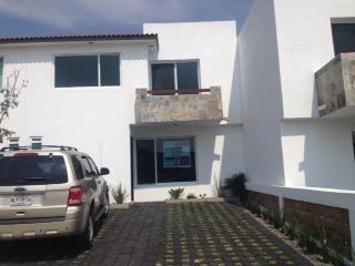Rento Casa Nueva En Priv. Bosques De Los Encinos En Fracc. El Mirador Qro. Mex.