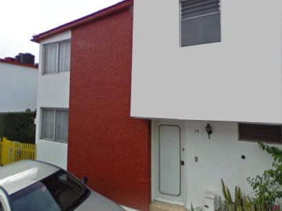 Casa Con Excelente Ubicación En Condo Cerrado.
