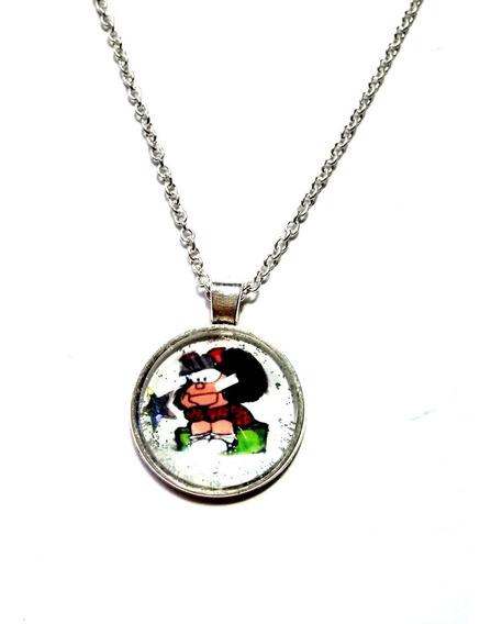 Dije Mafalda Medallon Cristal Plateado Moda Retro Unisex