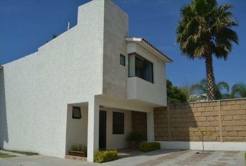 Se Renta Hermosa Casa Amueblada En Santa Fe