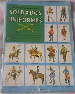 Álbum De Figurinhas, Soldados E Uniformes.