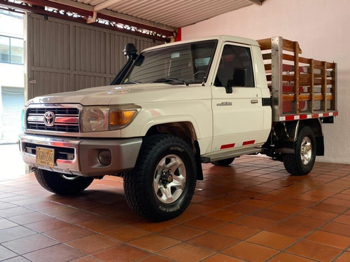 Toyota Land Cruiser 4x4 Turbo Diesel