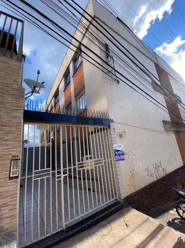 Apartamento De 02 Quartos No Carlos Prates - Adr3008