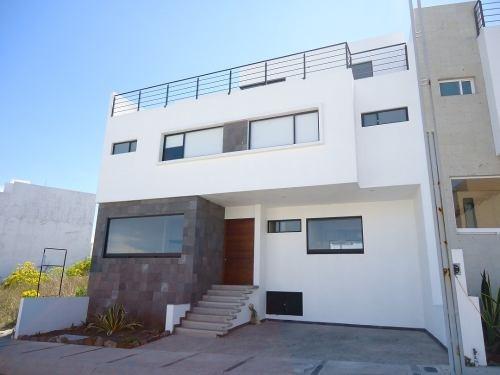 Renta Casa Nueva Amueblada Privada Zibata Roof Garden 3 Reca