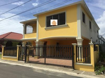 Casa De Oportunidad En La Urbanización Los Prados 2