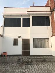 Casa En Venta - 3 Pisos - Pachacamac