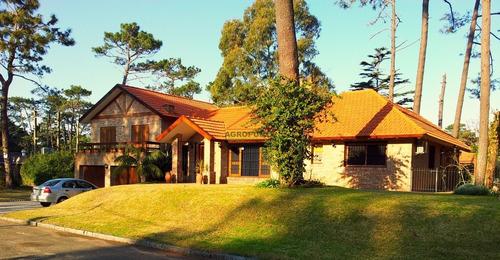 Excelente Casa En Venta En Playa Mansa, Punta Del Este- Ref: 5514