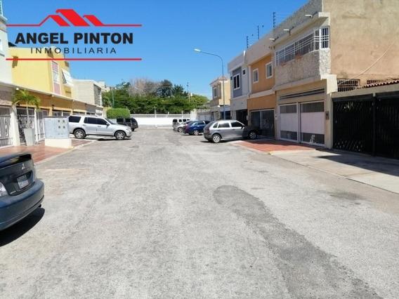 Casa En Calle Cerrada En Alquiler Las Naciones Maracaibo