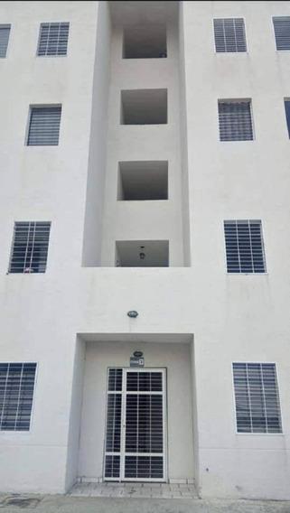 Apartamento En Venta Res. Rio Caroni, Paraparal Ata-329