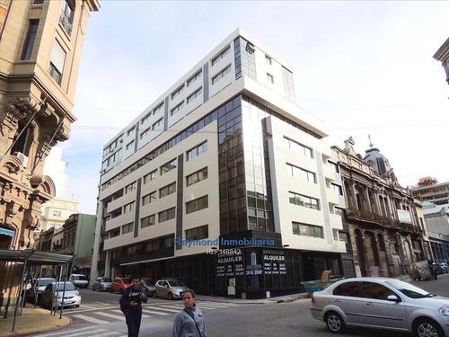 Excelente Oficina De 40m2 Con Cochera En Ciudad Vieja