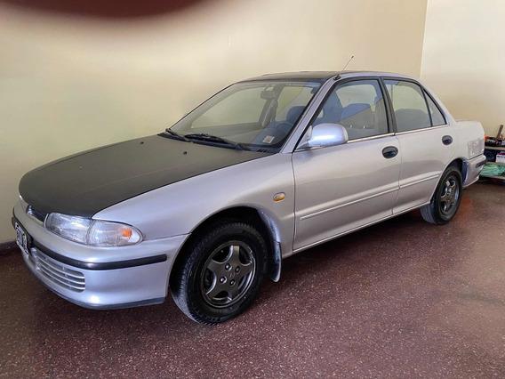 Mitsubishi Lancer 1.5 Sedan
