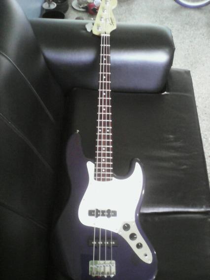 Bajo Fender Squier J-bass +amplificador+audifonos+afinador