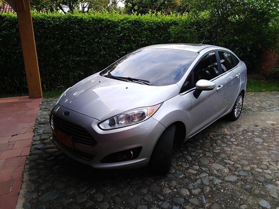 Ford Fiesta Motor 1600. 2015 Color Plata