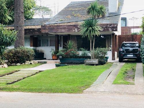 Casa En Mansa, 3 Dormitorios *- Ref: 3935