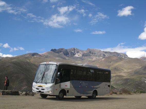 Mini-bus Hino Modelo Drako Año 2013