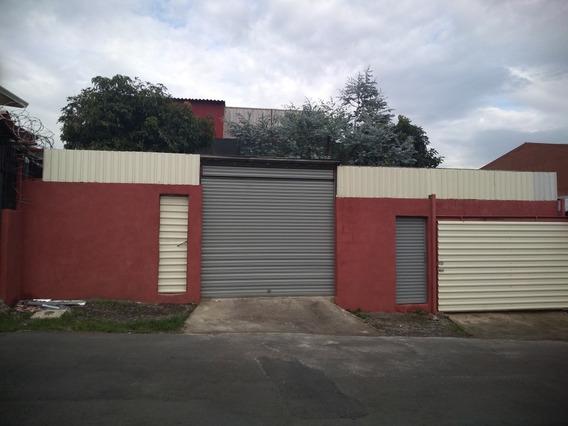 Casa Estilo Loft Industrial, Con Espacios Versátiles