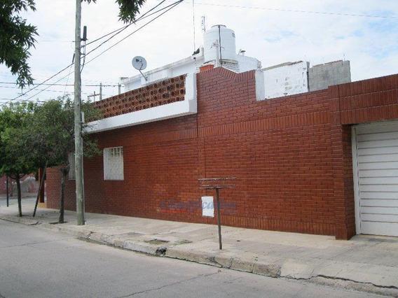 Casa De 2 Dormitorios En Alberdi - Apto Crédito