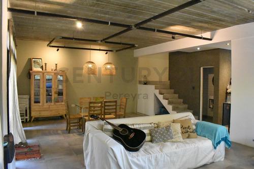437 Y 139. Casa De 2/3 Dormitorios. En Venta, Villa Elisa