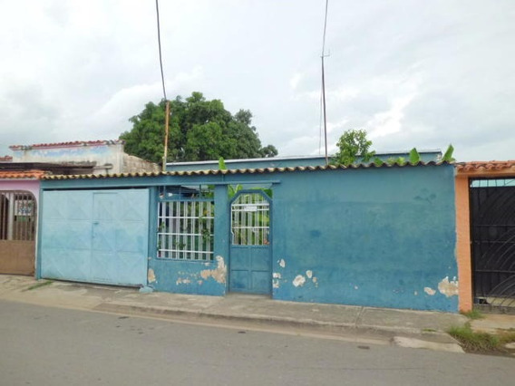 Casa En Venta Santa Rosa 19-16618 Jan