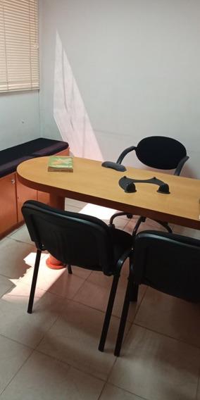 Alquiler Oficina En La Av Libertador/ Vm 04165298155