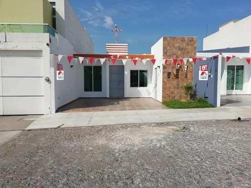 Casa Sola En Venta Venta En Residencial Esmeralda, Cerca Del Colegio Inglés