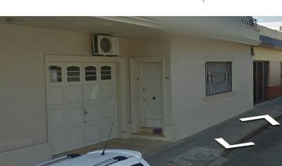 Casa 4 Dormitorios, 2 Baños, Living, Comedor, Fondo, Garaje.