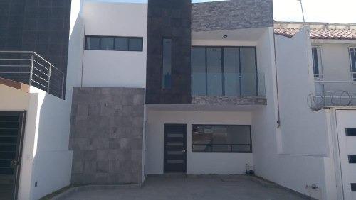 Casa De 3 Recamaras, Estudio, Con Roof Garden, Equipada