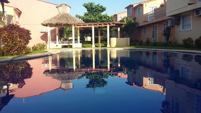 Renta De Casa En Ixtapa 3 Recamaras, Alberca