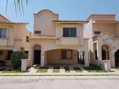 Hermosa Casa En Villa California