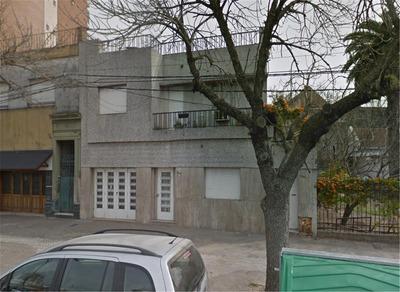 Avellaneda 1043 Bis - Casa De Dos Plantas