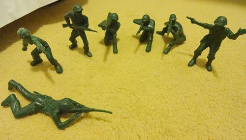 7 Soldados De Plástico De 7 A 10 Cm Juego Niño Guerra