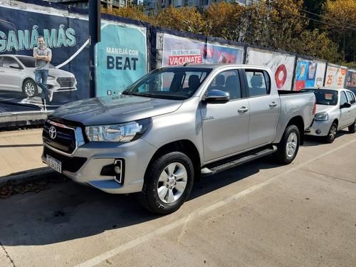 Toyota Hilux 4x4 Srv 2.8