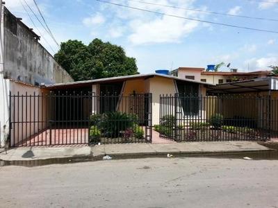 Casa En Venta En La Coromoto Maracay. 15-13321. Mcmb