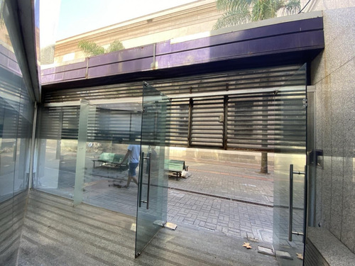 Importante Edificio Para Entrar Sobre Peatonal Sarandi