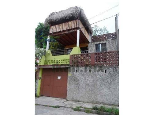 Venta Casa Centro Tuxpan Veracruz 5 Habitaciones 3 Pisos, Se Encuentra Ubicada En La Colonia Centro Detrás Del Parque Reforma, Cuenta Con 3 Pisos, En La Planta Baja Cuenta Con Cochera Techada Para 2