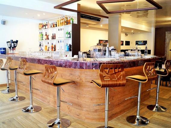 Super Precio!!! Restaurante/bar Con Terraza, 300 Metros